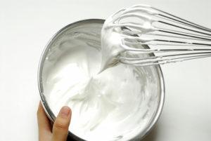 Für die Herstellung von Schlagsahne ist ein Fettgehalt von mindestens 30% Voraussetzung.